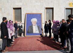 تمثال رئیس جمهور با ۲۴ هزار پیچ؛ هدیه جالب تیم ملی رباتیک افغانستان به غنی